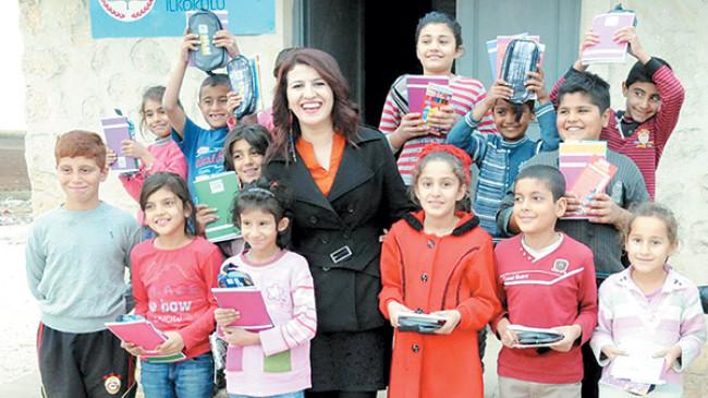 Rengin öğretmenin mutluluk kolileri çocukları güldürdü