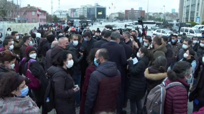 Boğaziçi Üniversitesi'nde Kabe fotoğrafının yere serilmesi davasında sanıklar savunma yaptı