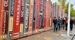 Okula 'kitap' gibi duvar